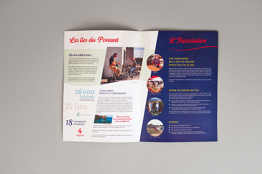 Double page intérieure de la plaquette de présentation de l'AIP