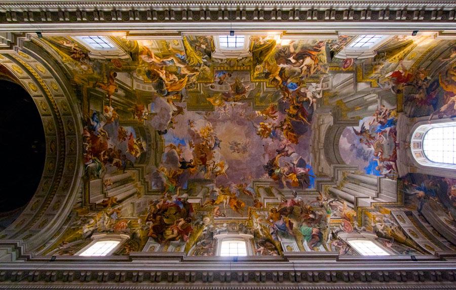 Plafond de la nef de l'Église Saint-Ignace-de-Loyola à Rome. Peinte en 1685 par Andrea pozzo. Photo © Lawrence OP - Flickr