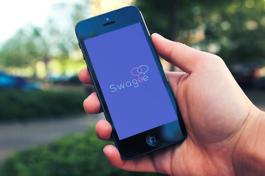 Mise en situation du logo sur l'interface du site version smartphone.