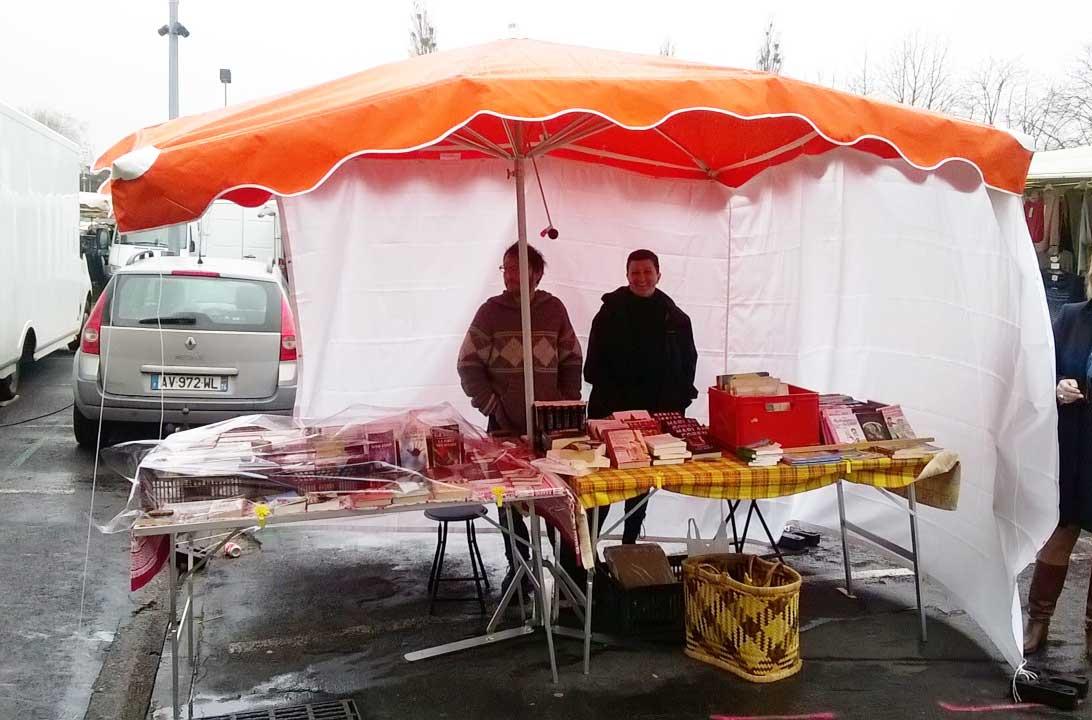 Malgré la pluie la petite entreprise se développe à vitesse grand V. Bientôt des bâches et kakémono ?