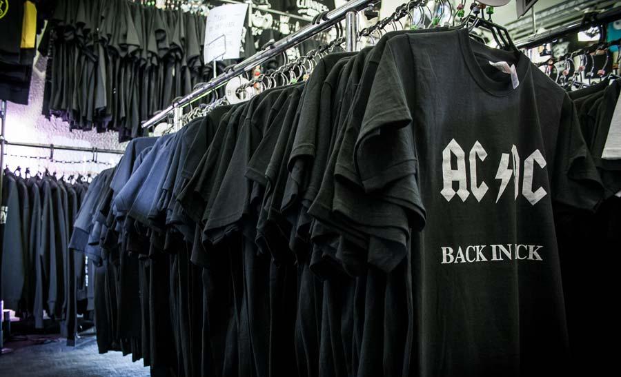 magasin de t-shirt noir